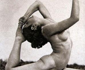 Naked-Yoga-MyTinySecrets